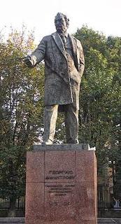 Ο Ντιμιτρόφ γεννήθηκε στις 18 Ιούνη 1882  στο χωριό Κοβατσέφτσι της περιφέρειας Ράντομιρ  της Βουλγαρίας και πέθανε στις 2 Ιούλη 1949 στη Μόσχα