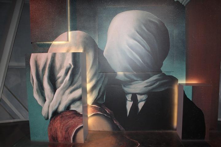 magritte-3622130_960_720