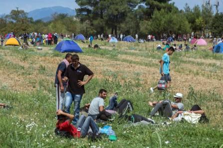 Ηρεμία επικρατεί αυτή την ώρα στην ουδέτερη ζώνη Ελλάδας ΠΓΔΜ, στο ύψος της Ειδομένης, Παρασκευή 21 Αυγούστου 2015. Τα σύνορα παραμένουν κλειστά και περιμετρικά έχει στηθεί πλέον αυτοσχέδιος καταυλισμός από πρόσφυγες και μετανάστες που στήνουν σκηνές περιμένοντας το νέο άνοιγμα των συνόρων. ΑΠΕ-ΜΠΕ/ΑΠΕ-ΜΠΕ/ΝΙΚΟΣ ΑΡΒΑΝΙΤΙΔΗΣ